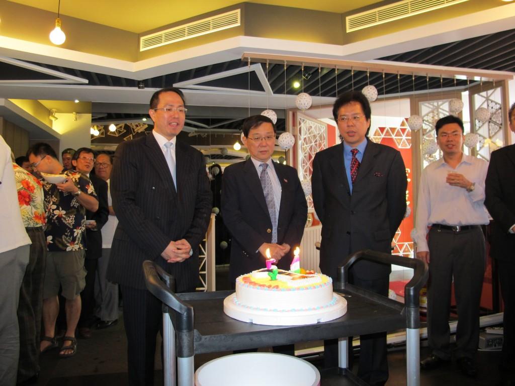 慶祝馬來西亞獨立54周年並共同切下國慶蛋糕